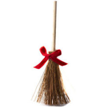 ribboned_miniature_straw_broom_medium (2)